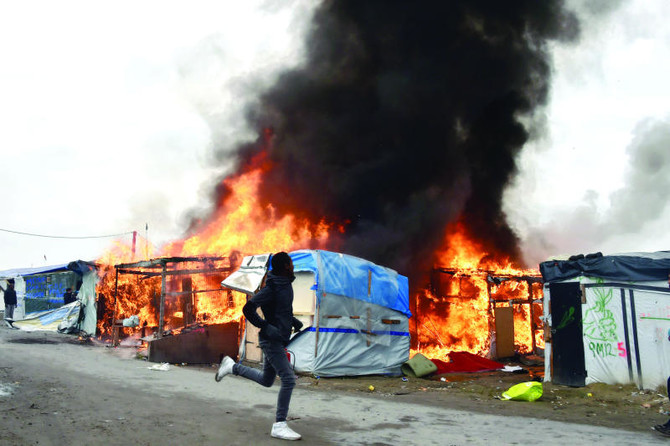 Fire breaks out in Calais 'Jungle' camp as demolition ramps up