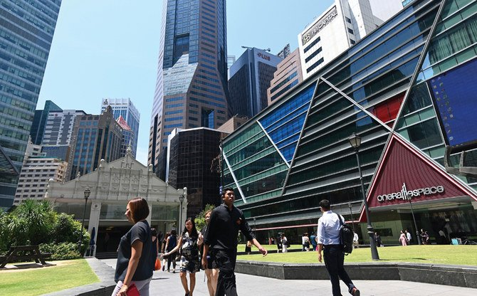 Singapore posts decade-low growth