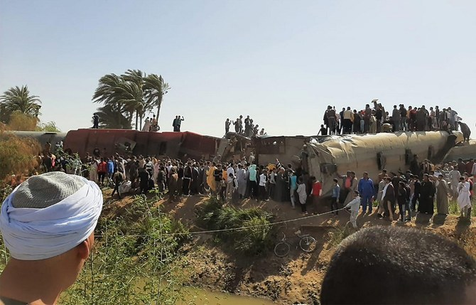 15 people hurt as train derails in northern Egypt