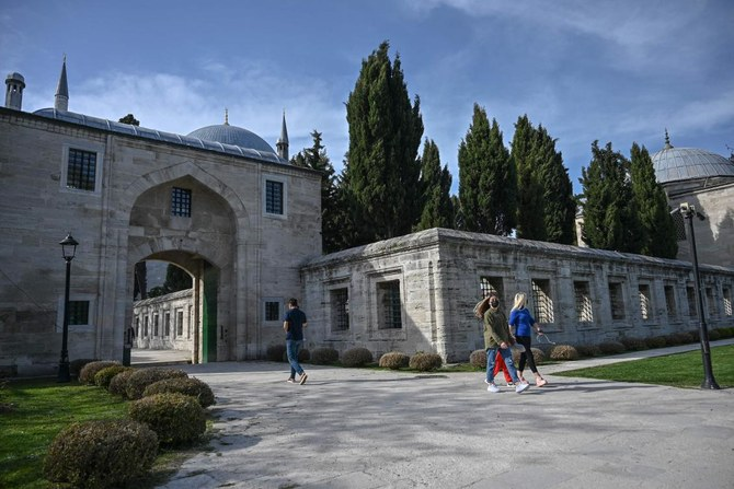 Prospects fading, Turkey hopes lockdown rescues tourism season