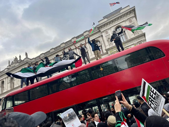 Large protests held in solidarity with Palestinians around the world